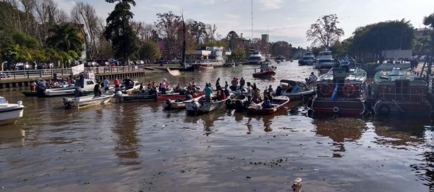 Protesta de isleños por el fuerte aumento de las tarifas del transporte público fluvial