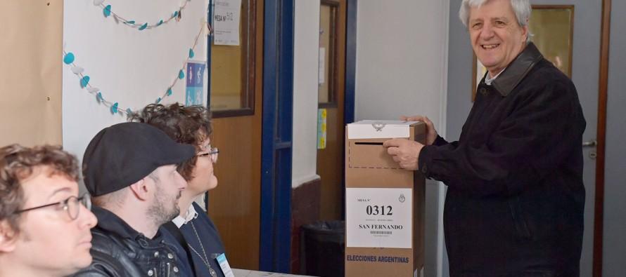 """Luis Andreotti emitió su voto en el Colegio San José: """"Preparamos una generación de jóvenes que conoce el municipio"""""""