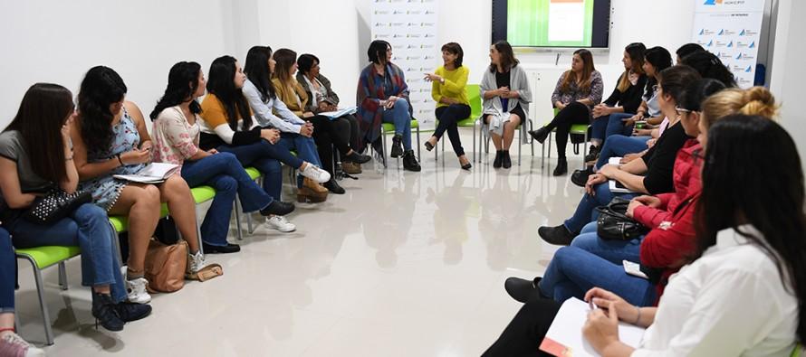 Reunión sobre políticas de género con mujeres de nuestra ciudad