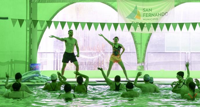 Encuentro de gimnasia acuática para personas con discapacidad en el Poli 8