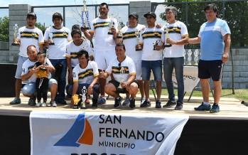 Los jugadores de la Liga Municipal de Fútbol para Veteranos recibieron sus trofeos en un acto realizado en el Poli 2