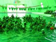 Encuentro de natación con los más chicos y sus familias en el Poli N° 7