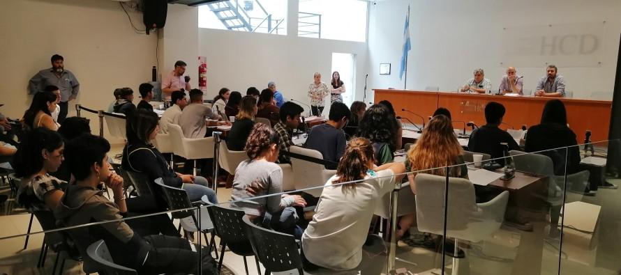 Juventudes con Voz: jóvenes de escuelas secundarias debatieron proyectos ambientales en el Concejo Deliberante
