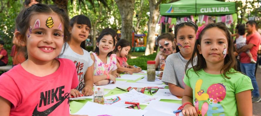 La producción de los talleres culturales municipales fue exhibida en la Plaza Mitre