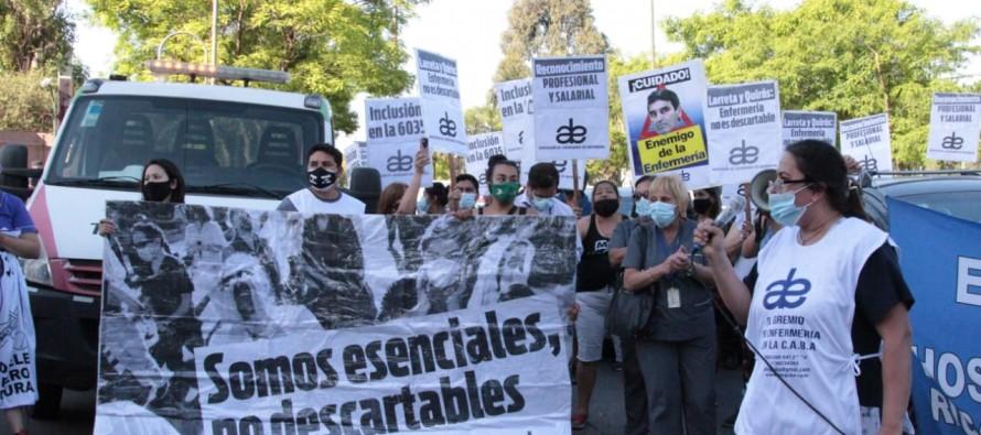 Protesta de enfermeros contra el ministro de Salud porteño en su casa de un barrio cerrado de nuestra ciudad