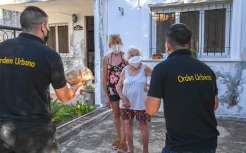 Una vecina cumplió 100 años y fue saludada por trabajadores municipales