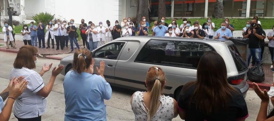 Trabajadores del Hospital Cordero despidieron a un compañero fallecido por COVID-19