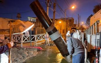 AySA finalizó la reparación de la cañería averiada por terceros en el barrio Santa Rosa