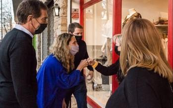Diego Santilli recorrió el centro comercial de Victoria junto a Agustina Ciarletta